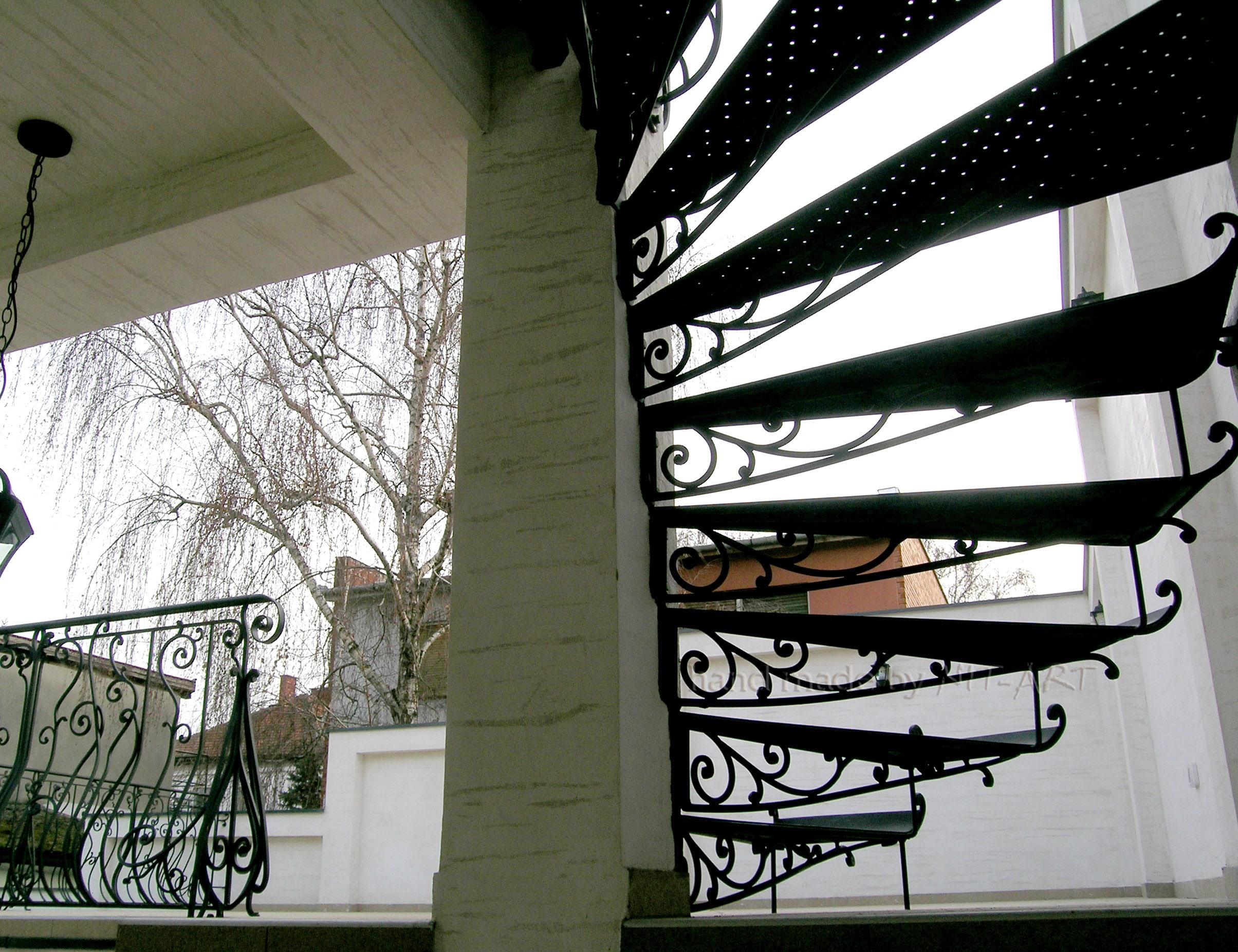 NIT-ART Spiralne stepenice